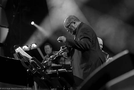 Quincy Jones conducting the orchestra for American Cancer Society benefit concert